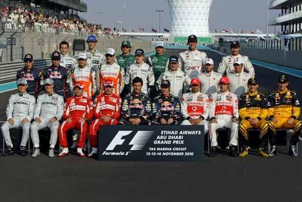 El Gran Premio de Abu Dabi arrancó con la última foto de los 24 pilotos...