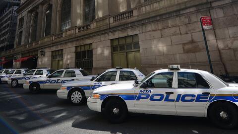 Los agentes policiales están tratando de entender cómo act...