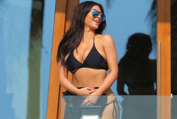 Kim se siente muy feliz con su nueva figura. Mira aquí los videos más ch...