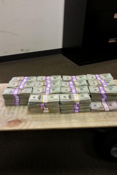 Isidro Sosa de 60 años fue detenido por llevar consigo $169,632 dólares...