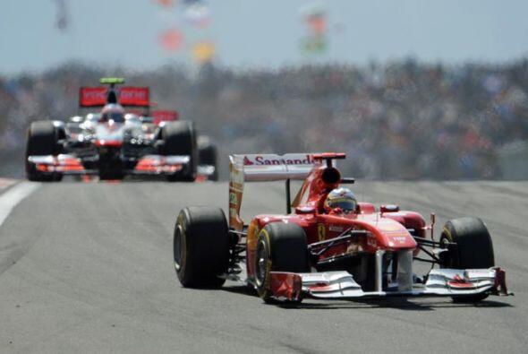 El Ferrari de Alosno sí pudo estar por delante de los dos McLaren-Merced...