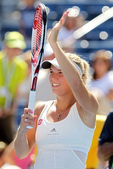 Wozniacki venció en dos sets a la española  Nuria Llagostera Vives.