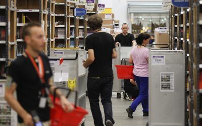 Un almacen de Amazon en Alemania, el segundo mercado más grande d...