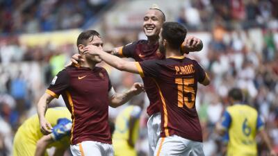 Roma golea al Chievo y presiona al Nápoles por el segundo lugar en Italia