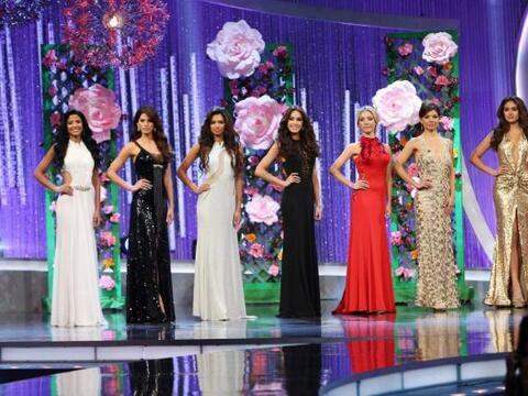 En cada gala contamos con un diseñador de lujo para vestir a las...
