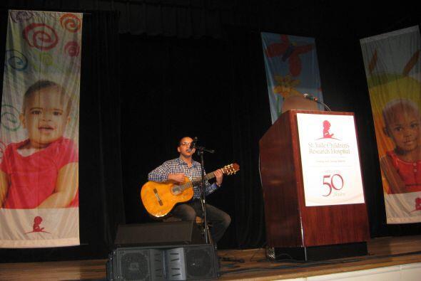 Emilio ofreció una presentación durante la gala.