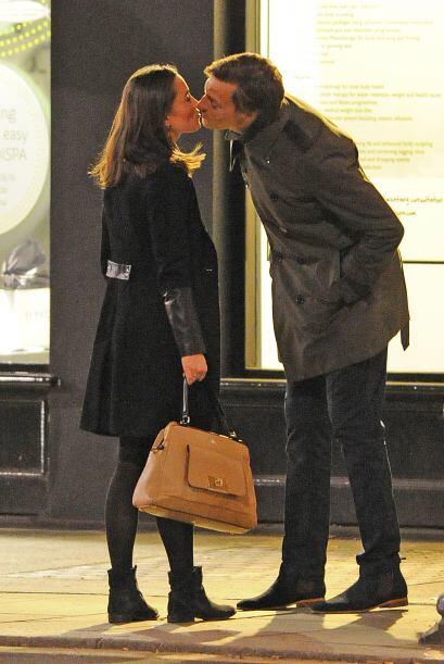 Pippa Middleton le da un tierno besito a su novio, Nico Jackson. Mira aq...