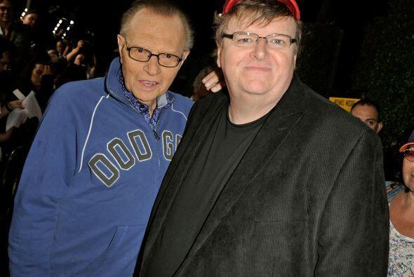 El ganador del Emmy, quien en la foto aparece junto al director Michael...