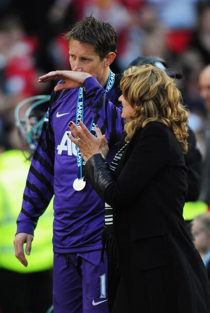 También llora Edwin Van der Sar, portero del Manchester United. Para él...