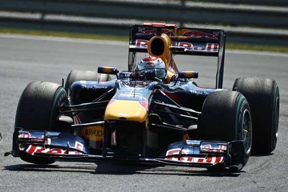 Webber estableció la vuelta más rápida de la carrera y tomó hasta 20 seg...