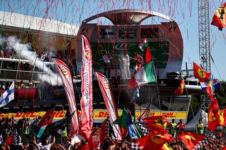 Hamilton gana en Monza y es nuevo líder, Vettel fue tercero Podio 2.jpg