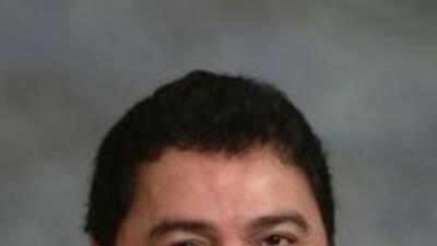 El concejal méxico-estadounidense Rubén Pineda se convirtió en el primer...