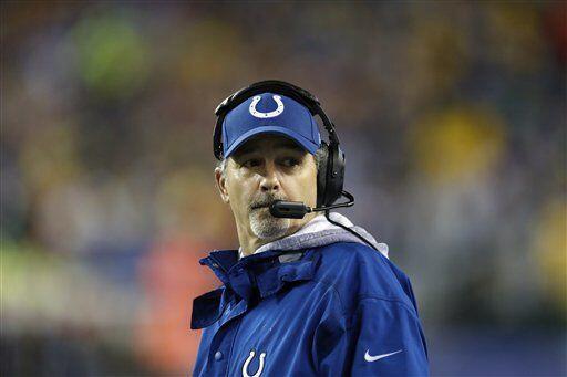 Chuck Pagano, entrenador en jefe de los Indianapolis Colts y Team Sander...