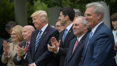 Trump y Ryan se mostraron complacidos tras la aprobación del proy...