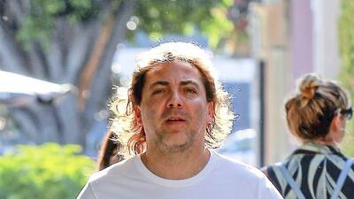 Cristian Castro fue captado con algunas libras de más y muy relajado
