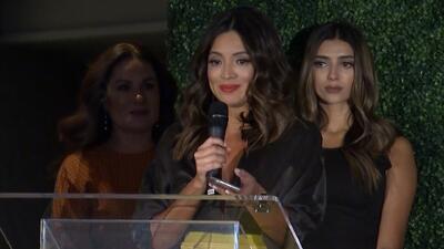 Con un nudo en la garganta Pamela Silva Conde recibe reconocimiento en la semana del Latin GRAMMY