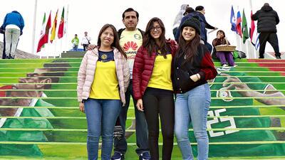 En fotos: Los fanáticos de Tuzos y Águilas preparados para el juego del sábado