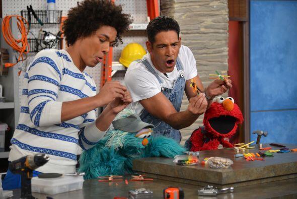 Elmo, Rosita y Mando disfrutaron mientras construían aviones con...