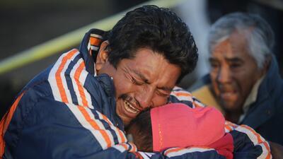 Sube a 79 la cifra de muertos por la explosión de un ducto de gasolina en México