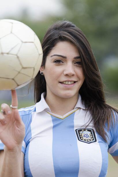Fiorella Castillo es una modelo Argentina que presume sus dotes futboler...