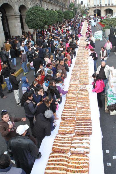 La Rosca de Reyes fue repartida de manera gratuita.