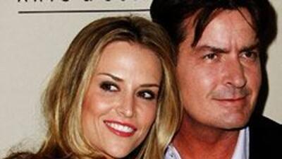 Un juez anuló la orden que impedía que Charlie Sheen se acercara a su es...