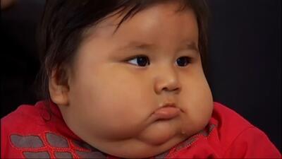 Bebé colombiano lucha contra su sobrepeso