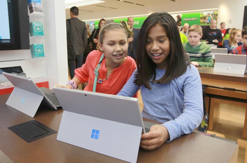 Microsoft y Apple promueven la programación de computadoras en Hour of Code