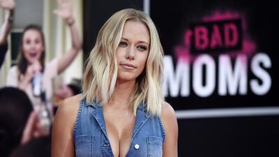 La exconejita Playboy traicionada por un atleta que la engañó con una modelo transexual