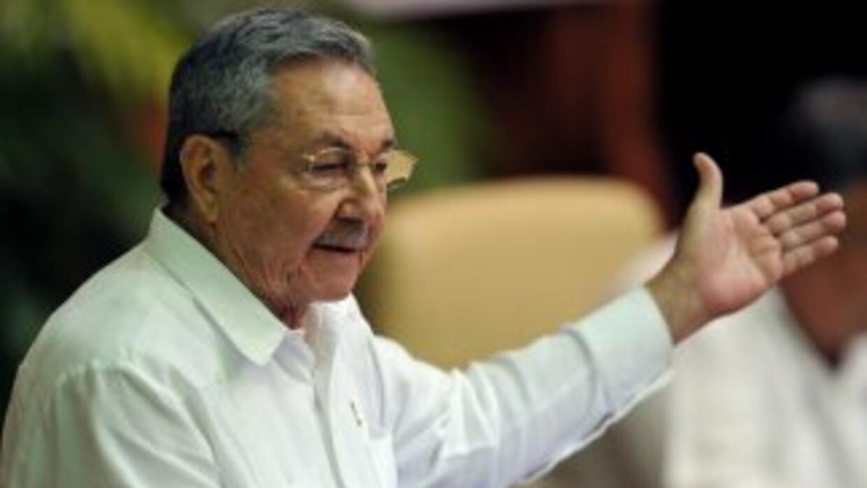 El gobierno de Raúl Castro permitirá a sus ciudadanos viajar como turis...