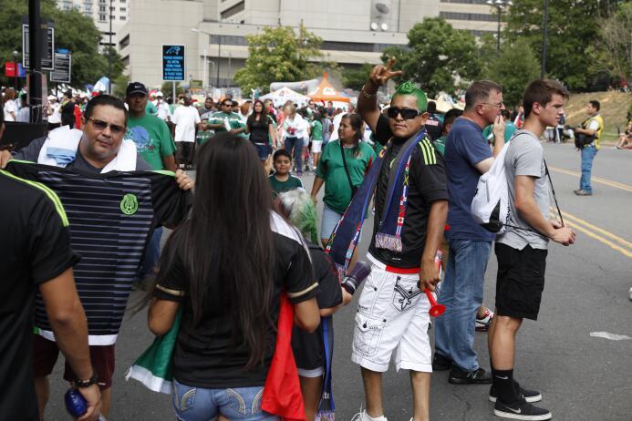 La afición del Tri pintó de verde, blanco y rojo el estadio de Carolina.