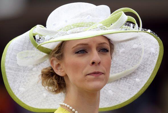 Es una gran tradición del DErby de Kentucky el uso de los sombreros ya q...