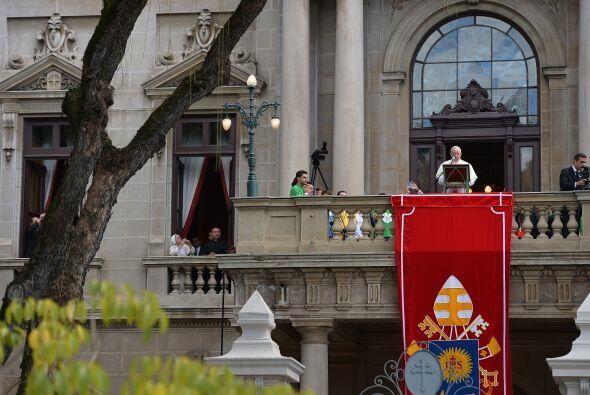 El pontífice hizo estas manifestaciones ante varias decenas de miles de...
