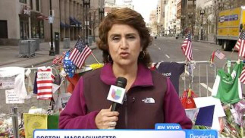 La periodista Blanca Rosa Vilchez durante un despacho en vivo desde Bost...