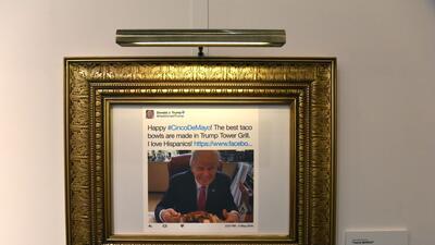 """Desde """"¡Amo a los hispanos!"""" hasta """"covfefe"""": los tuits de Trump tienen 'biblioteca' propia"""