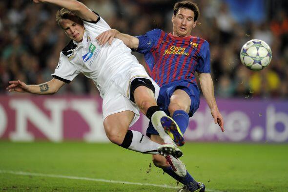 Ya en la segunda mitad, Messi volvió a mostrar su magia pero estaba pele...