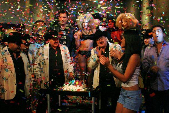 El grupo agradeció a la jauría y de inmediato comenzó la fiesta.