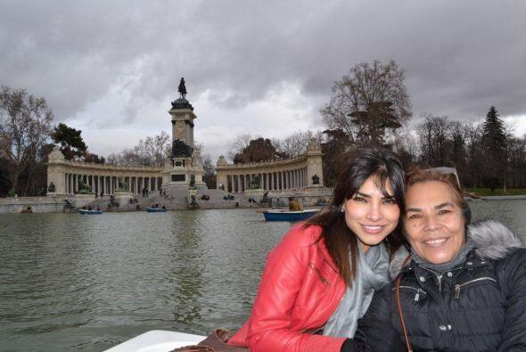"""Para Rosa Espinoza de Alejandra: """"En las mañanas se levanta cantando cua..."""