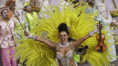 Fotos del carnaval por todo el mundo: del sambódromo de Río a las luchas de harina en España
