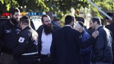 Un hombre armado hiere a dos personas en sinagoga de Los Angeles 458d1ef...