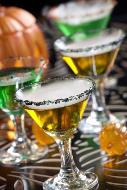 Freaky Show •1.25 oz de Vodka Citrón  •0.75 oz de jugo fresco de limón...