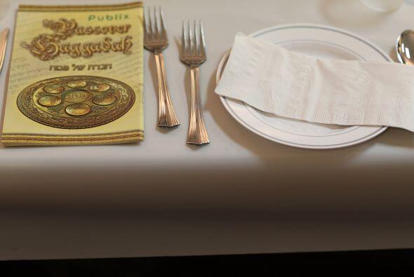 Los seis elementos que se ordenan en el plato tienen un significado espe...