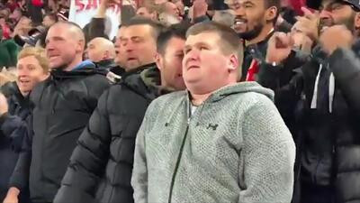 No hacen falta ojos para ver... Fan invidente del Liverpool vibró con triunfo en Champions