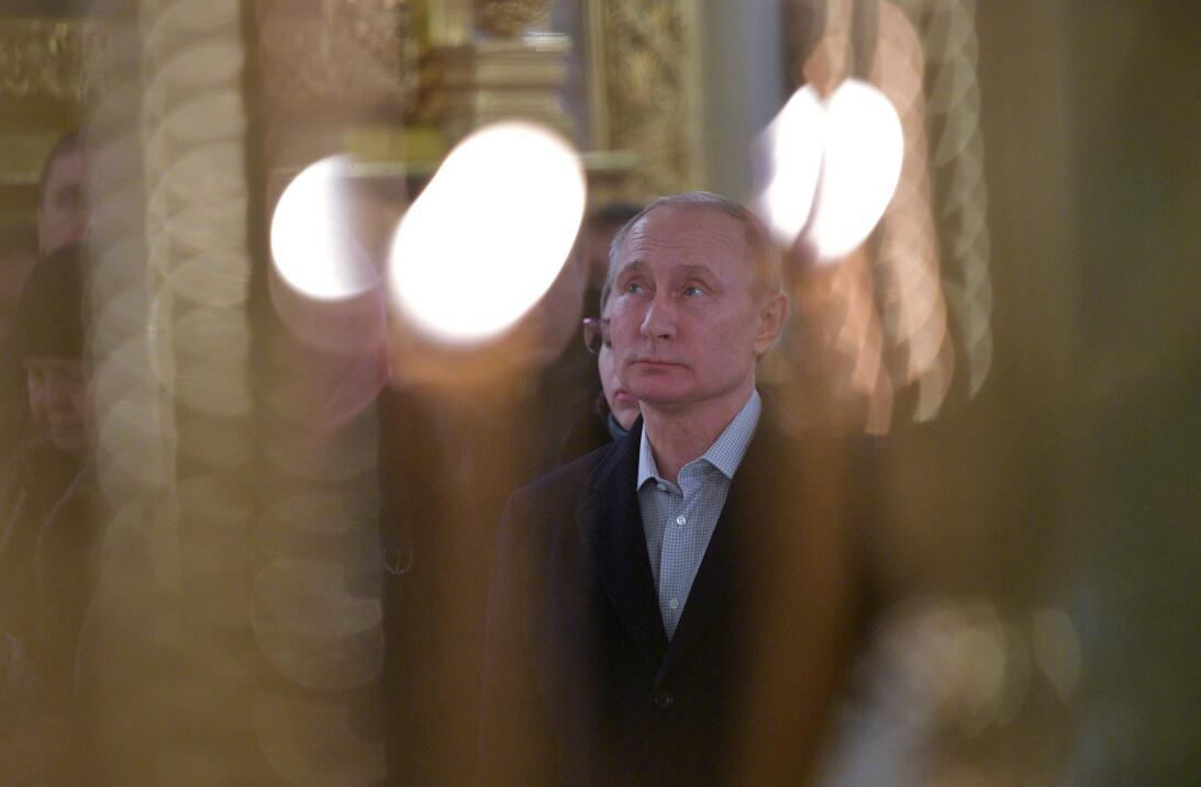Putin toma un baño helado en aguas glaciales para conmemorar la Epifanía...