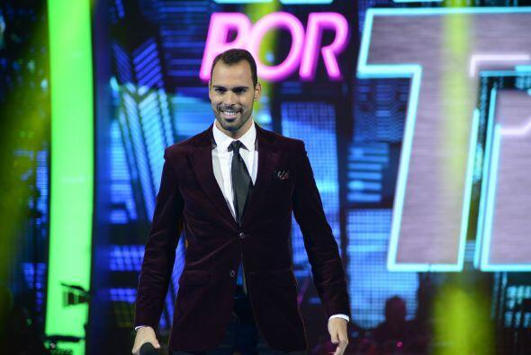 Arias formó parte del primer grupo de concursantes en tomar el escenario.