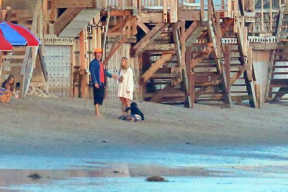 Al actor se le captó en la playas de Los Ángeles muy acaramelado de una...