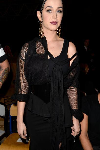La cantante lucía bastante grande con el outfit que eligió.