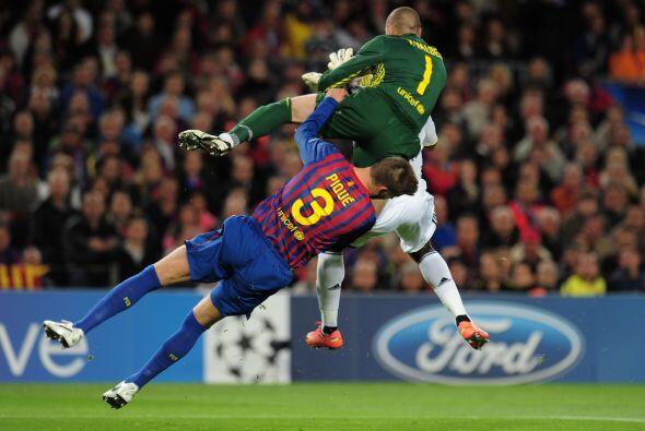Pasaron unos pocos minutos y el Barcelona también estuvo obligado a real...