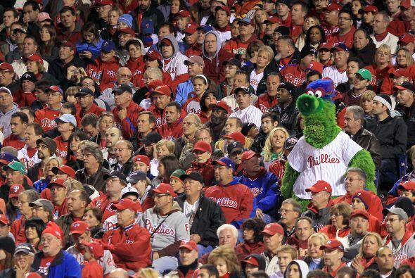 La afición de Filadelfia estaba atónita con el inevitable resultado, ya...