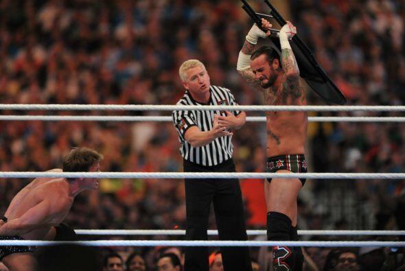 Se había establecido que la pelea sería limpia, así que Chris Jericho tr...